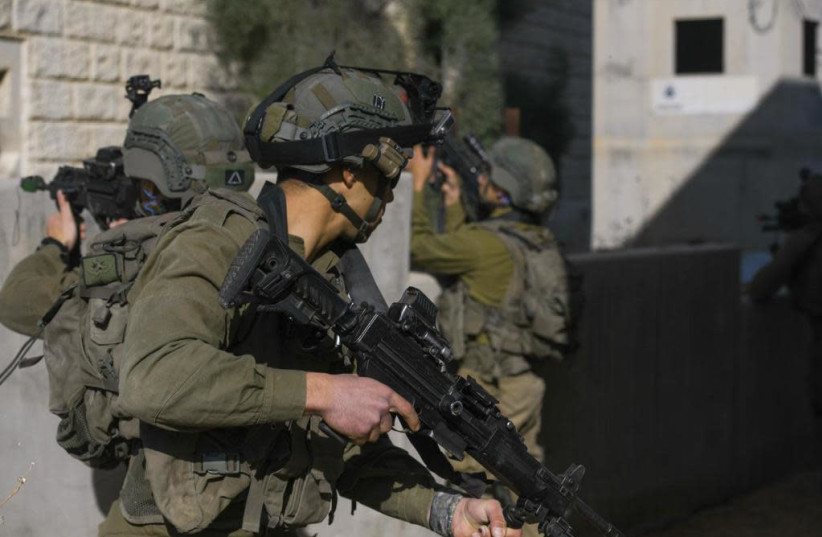 IDF soldiers complete urban warfare training at the Israel National Urban Training Center in Tze'elim (photo credit: IDF SPOKESPERSON'S UNIT)