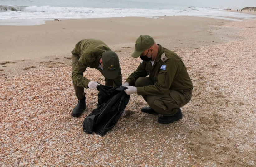 Soldiers from Special in Uniform clean up Israel's beaches, following an oil spill that has brought tar to Israel's shore. (photo credit: SPECIAL IN UNIFORM)