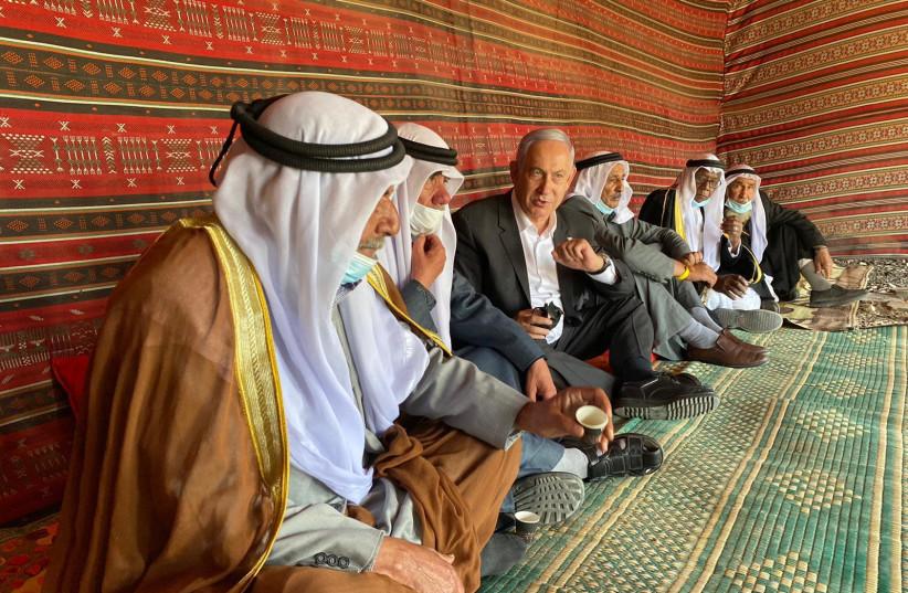 Netanyahu meeting Bedouin leadership in Tirabin. (photo credit: Courtesy)