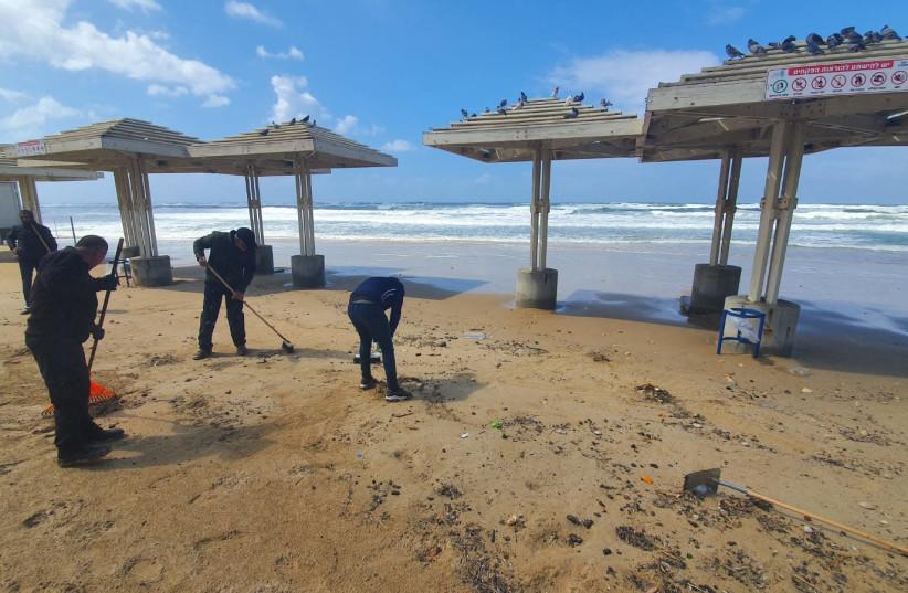 Tar washed up to Dado Beach at Haifa, Friday, March 12, 2021. (photo credit: FARED ARZUAN / ENVIRONMENTAL PROTECTION MINISTRY)
