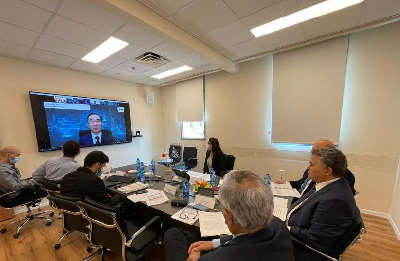 Economy Minister Amir Peretz (Right) speaks Japanese Minister of Economy Trade and Industry Hiroshi Kajiyama (on the screen to the left).  (photo credit: ECONOMY MINISTRY)