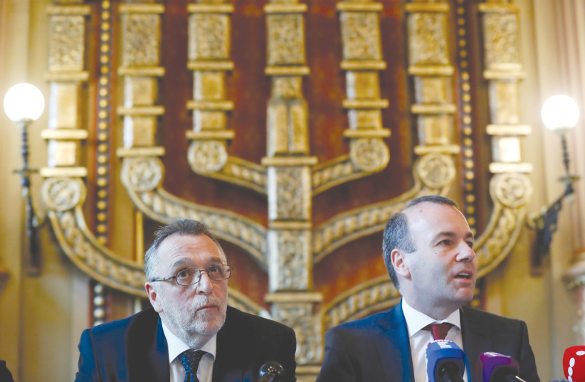 EUROPEAN CONSERVATIVE party leader Manfred Weber gives a news conference with Andras Heisler, head of the Federation of Hungarian Jewish Communities (MAZSIHISZ), in the main synagogue in Budapest in 2019. (photo credit: BERNADETT SZABO / REUTERS)