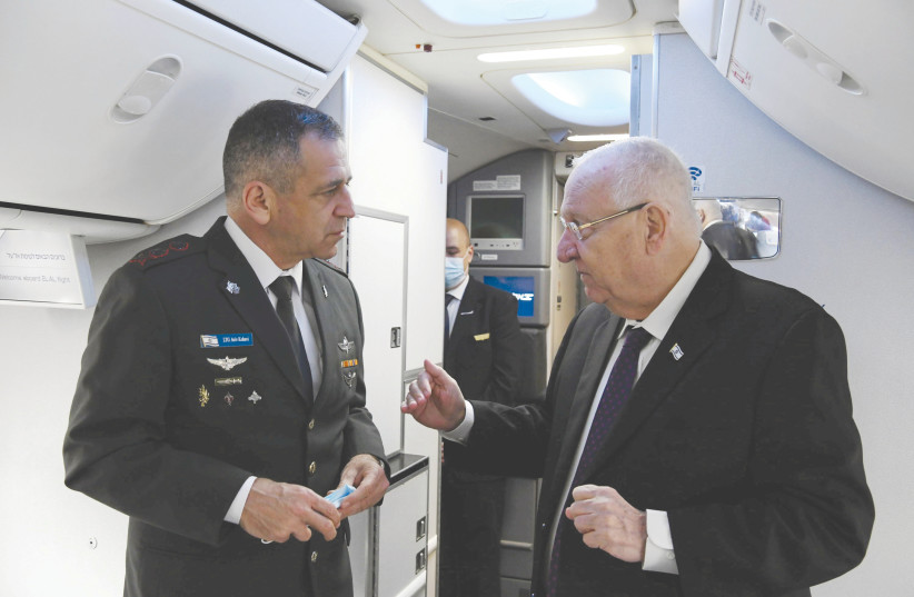 PRESIDENT REUVEN RIVLIN on board the flight to Germany. (photo credit: AMOS BEN-GERSHOM/GPO)