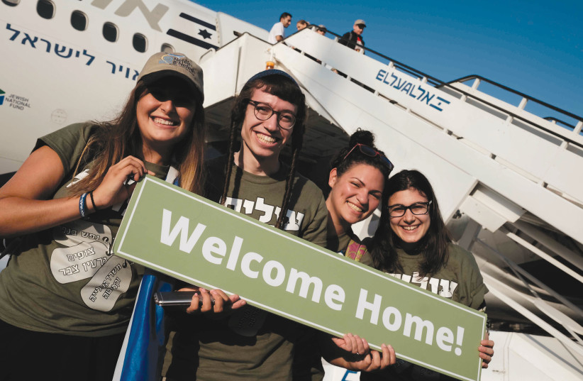 New olim are seen having arrived in Israel (photo credit: TOMER NEUBERG/FLASH90)