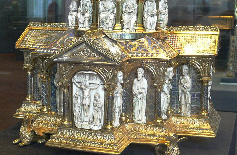 Dome reliquary, end of 12th century, from the Guelph Treasure  (photo credit: Wikimedia Commons)