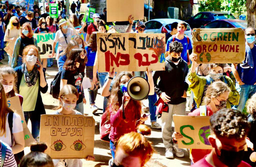 Thousands of Israeli youth protesting the climate crisis in Tel Aviv, March 19, 2021.  (photo credit: AVSHALOM SASSONI/MAARIV)