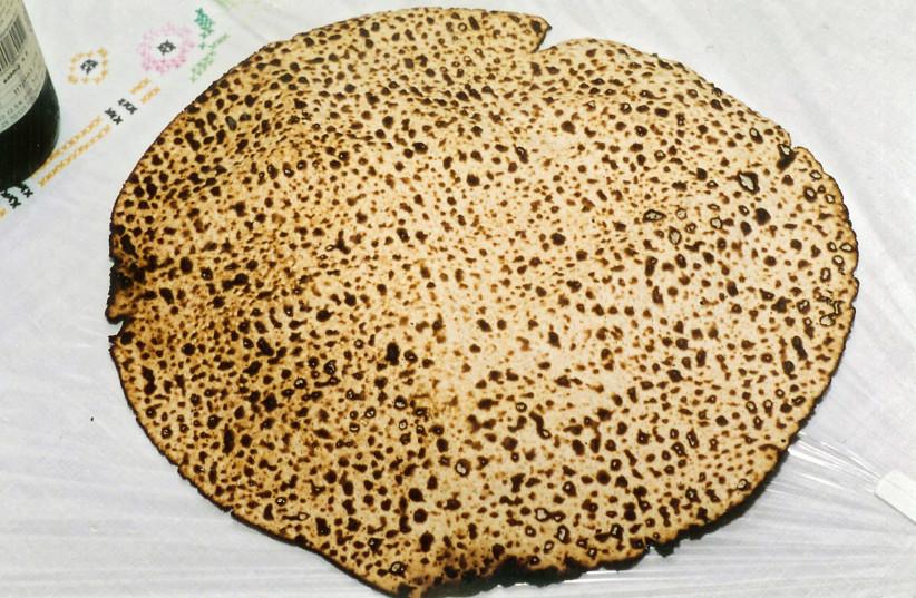 Shmurah Matzah.  (photo credit: Wikimedia Commons)