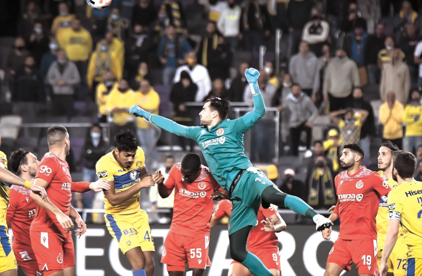 IN A fiesty Tel Aviv derby on Saturday night at Bloomfield, Maccabi Tel Aviv was held to a 1-1 draw by Hapoel Tel Aviv, which almost pulled off the upset. (photo credit: ARIEL SHALOM)