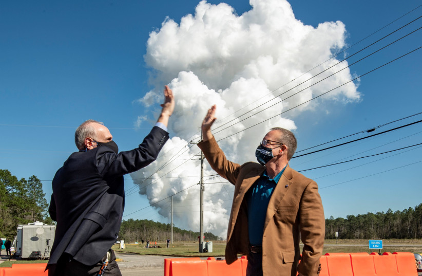 Acting NASA Administrator Steve Jurczyk (L) and Rick Gilbrech, director of NASA's Stennis Space Center react following a second hot fire test of the core stage of a Boeing-built rocket for Artemis missions (photo credit: NASA/ROBERT MARKOWITZ/HANDOUT VIA REUTERS)