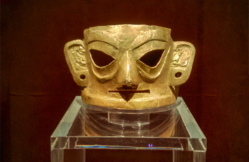 Golden Mask in Jinsha Site Museum, Chengdu City, Sichuan Province. (photo credit: Wikimedia Commons)