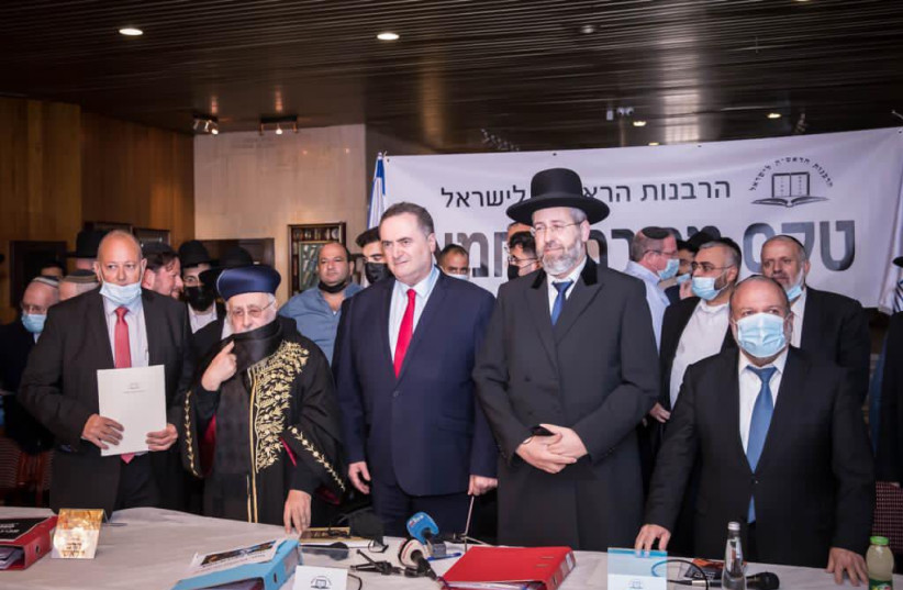 Finance Minister Israel Katz signs the permit to sell state-owned leavened bread for Passover (photo credit: FINANCE MINISTRY)