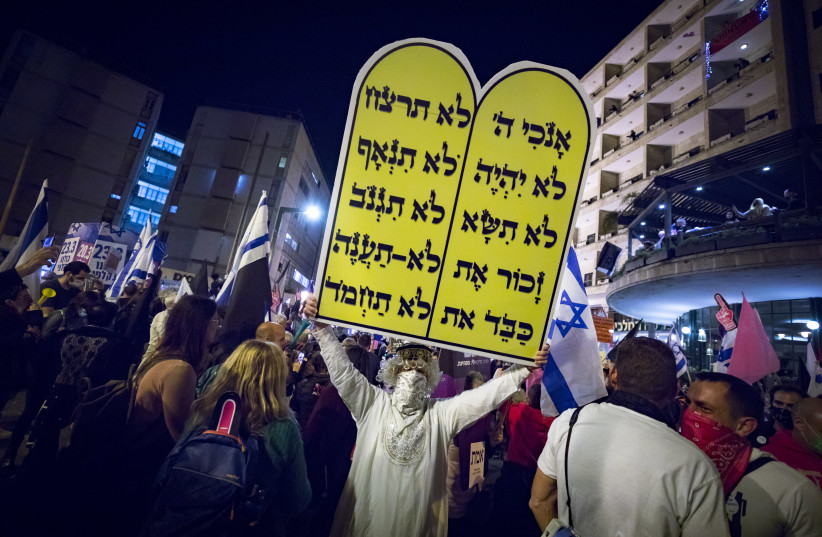 Israelis protest against Israeli Prime Minister Benjamin Netanyahu, near the Prime Minister's Residence in Jerusalem on March 20, 2021, a few days before the Israeli general elections.  (photo credit: OLIVIER FITOUSSI/FLASH90)