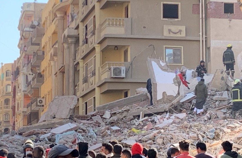 Rescue teams on Saturday continued to work among the remains of the building that collapsed in Cairo leaving at least five dead and 23 injured, March 27, 2021. (photo credit: REUTERS/MAI SHAMS EL-DIN)