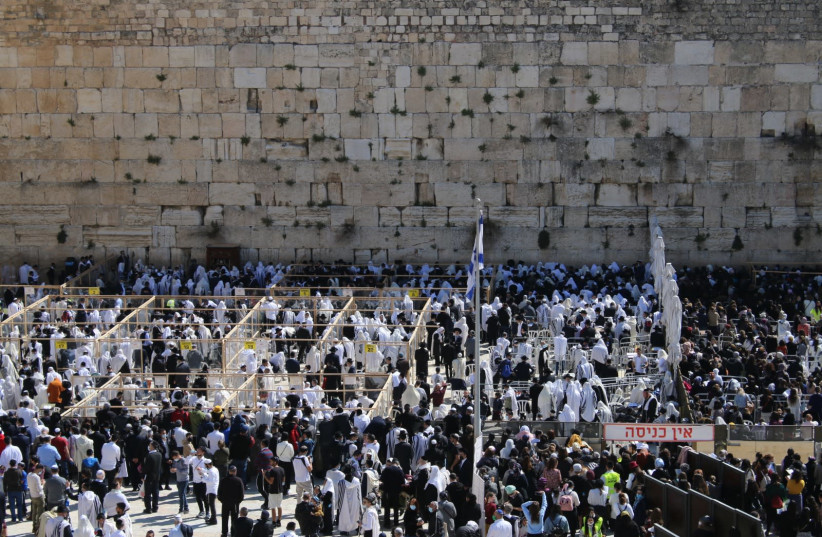 Blessing at the Western Wall (photo credit: WESTERN WALL HERITAGE FOUNDATION)