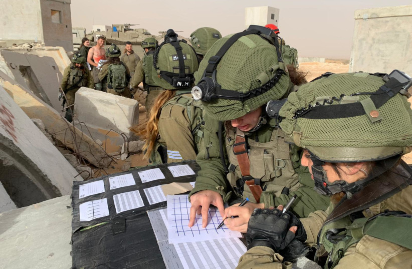 IDF soldiers are seen taking part in an exercise simulating a rescue mission behind enemy lines. (photo credit: IDF SPOKESPERSON'S UNIT)