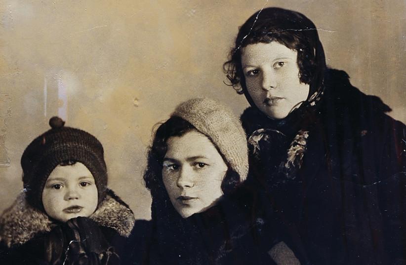 ROSALIA LONDON (center) with son Feliks, Kyiv, 1936 (photo credit: YAD VASHEM PHOTO ARCHIVES)