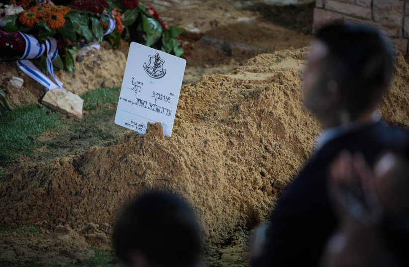 The funeral of Zachary Baumel, who went missing at the Battle of Sultan Yacub in 1982, at the Mount Herzl Military cemetery in Jeruslaem on April 4, 2019.  (photo credit: HADAS PARUSH/FLASH90)