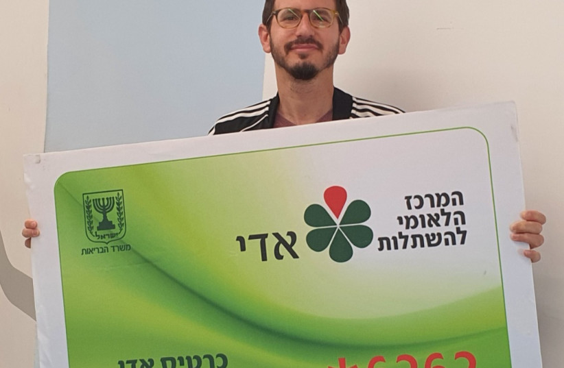 Asi Rosenberg, 42, signs millionth Adi card (photo credit: NATIONAL TRANSPLANT CENTER)