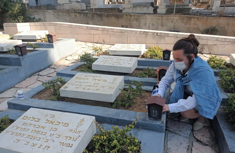 """Bnei Akiva youth visit the graves of fallen soldiers and victims of terror in """"Candle for the Fallen"""" project (photo credit: BNEI AKIVA)"""