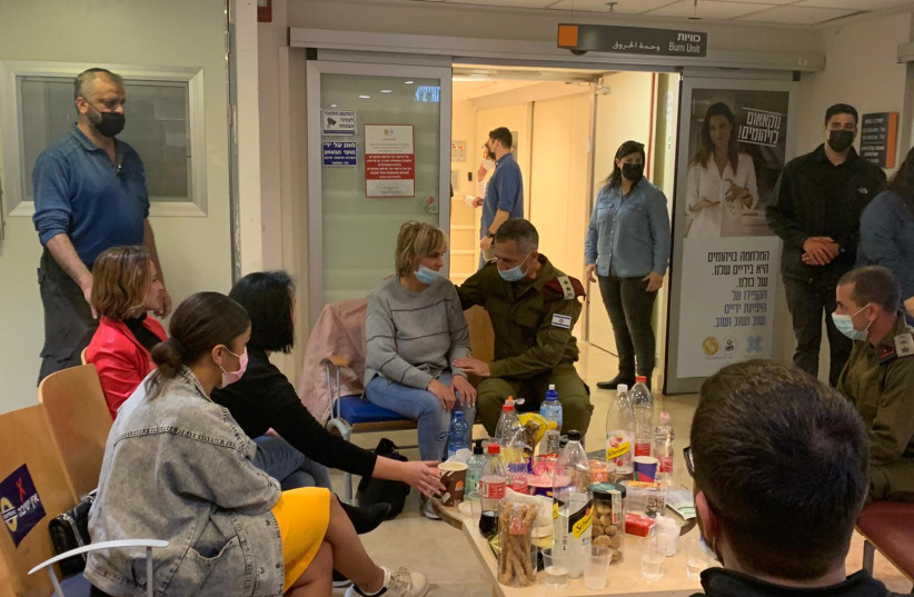 IDF Chief of Staff Aviv Kohavi meets with family of disabled veteran Itzik Saidian (photo credit: AVSHALOM SASSONI/MAARIV)