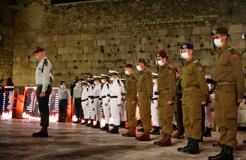Israeli soldiers stand still during the ceremony marking Remembrance Day for Israel's fallen soldiers and victims of terror, at the Western Wall in Jerusalem's Old City, on April 13, 2021 (photo credit: OLIVIER FITOUSSI/FLASH90)