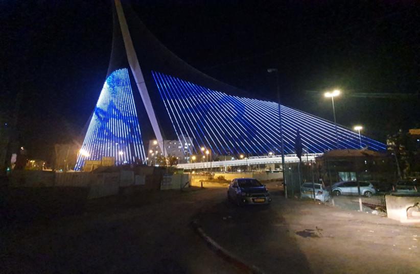 Chords Bridge in Jerusalem illuminated in honor of Israeli Independence Day. (photo credit: JERUSALEM MUNICIPALITY)