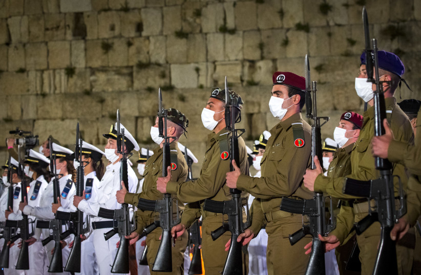 Israeli soldiers stand still during the ceremony marking Remembrance Day for Israel's fallen soldiers and victims of terror, at the Western Wall in Jerusalem's Old City, on April 13, 2021. (photo credit: OLIVIER FITOUSSI/FLASH90)