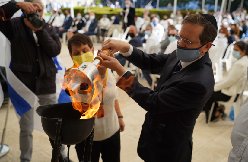 Jewish Agency Chairman of the Executive Isaac Herzog and Gila Gutman Azulay, who lost the majority of her family on the Egoz, light a torch to commemorate the victims and the men and women who died defending Israel. (photo credit: JEWISH AGENCY)