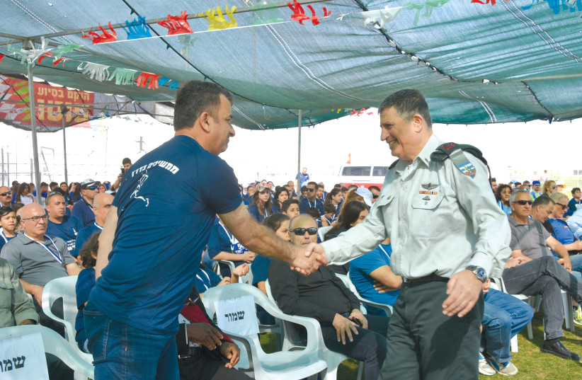 NADEEM AMAR shares a moment with Maj.-Gen. Yoav (Poli) Mordechai at the 'Run for the Light' awards ceremony (photo credit: MAXINE DOVERE)