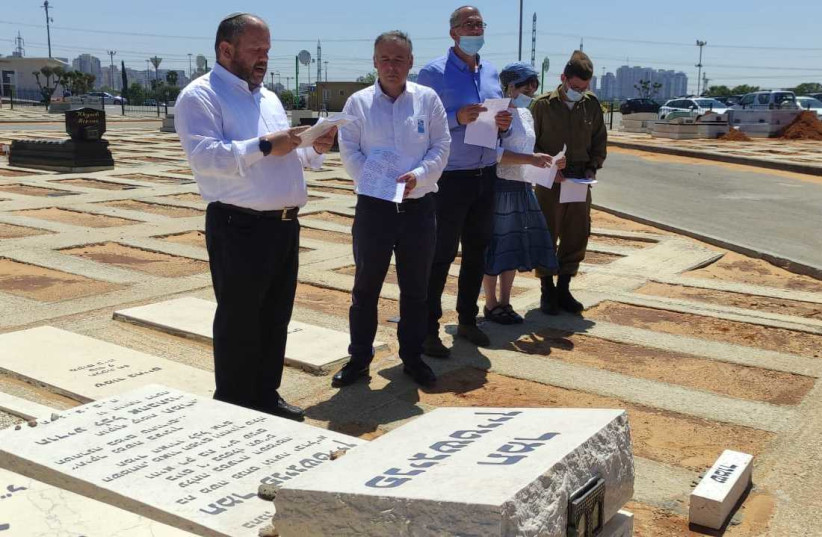 A special ceremony at Tamar Fenigstein's grave honored Israel's fallen National Service members. (photo credit: Courtesy)