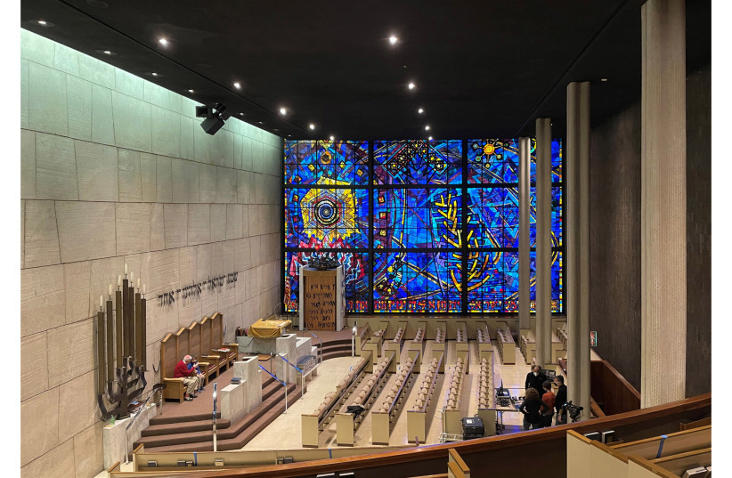 The expansive interior of the Chicago Loop Synagogue includes its famous stained-glass window. Synagogue leadership hopes to turn the congregation, which has fallen on hard times, into a showcase for similar congregation windows. (photo credit: PAUL HARDING/FAIA)