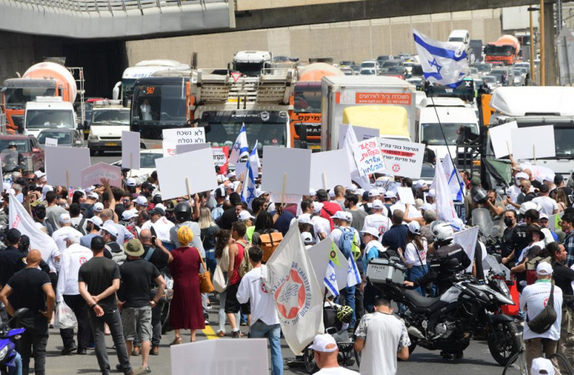 A protest by disabled IDF veterans in Tel Aviv, April 18, 2021 (photo credit: AVSHALOM SASSONI/MAARIV)