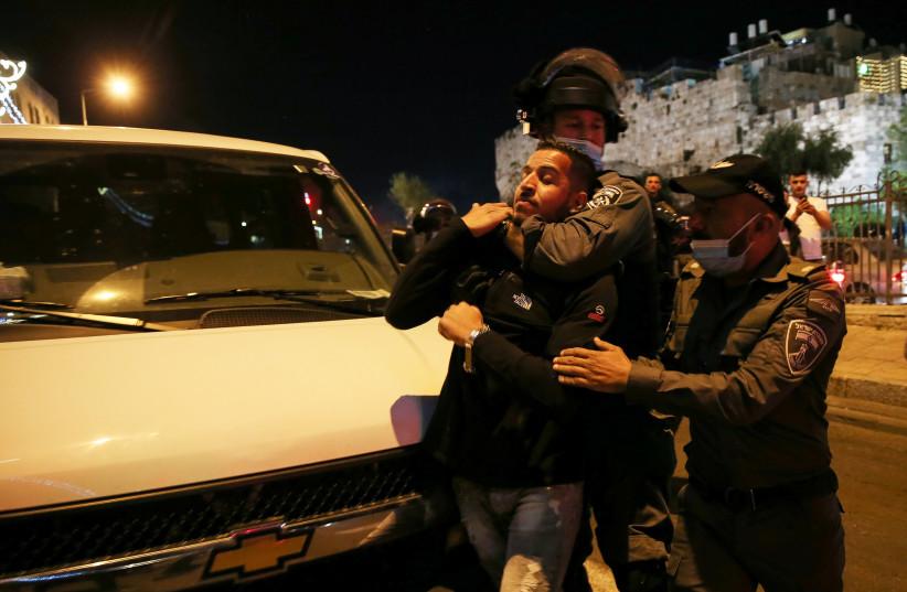 Israeli border police clash with Palestinians outside Damascus Gate in Jerusalem's Old City, April 15, 2021. (photo credit: JAMAL AWAD/FLASH90)