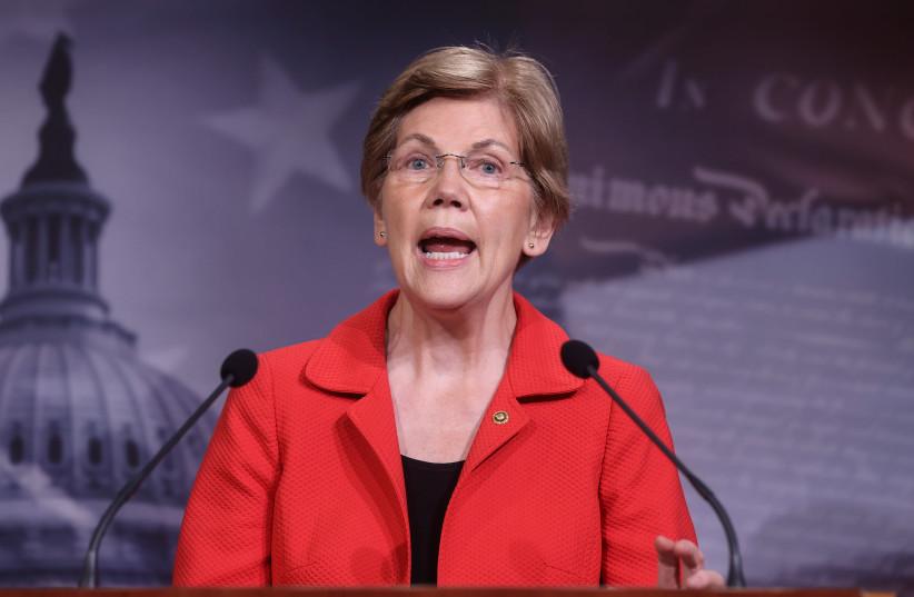 La sénatrice américaine Elizabeth Warren (D-MA) s'adresse aux journalistes lors d'une conférence de presse sur la demande des démocrates pour une extension des protections contre les expulsions dans le prochain projet de loi d'aide à la maladie à coronavirus (COVID-19) sur Capitol Hill à Washington.  (crédit photo: REUTERS / JONATHAN ERNST)