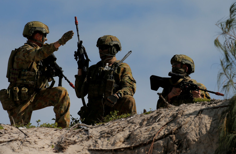 Soldiers from the Australian Army's 3rd Brigade guard Langham Beach after an amphibious assault landing during the Talisman Saber joint military exercises between Australia and the United States in Queensland, northeast Australia, July 13, 2017 (photo credit: REUTERS/JASON REED)
