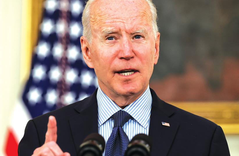 O PRESIDENTE DOS EUA, Joe Biden, fala sobre o status das vacinações contra o coronavírus na Casa Branca na terça-feira.  (crédito da foto: JONATHAN ERNST / REUTERS)