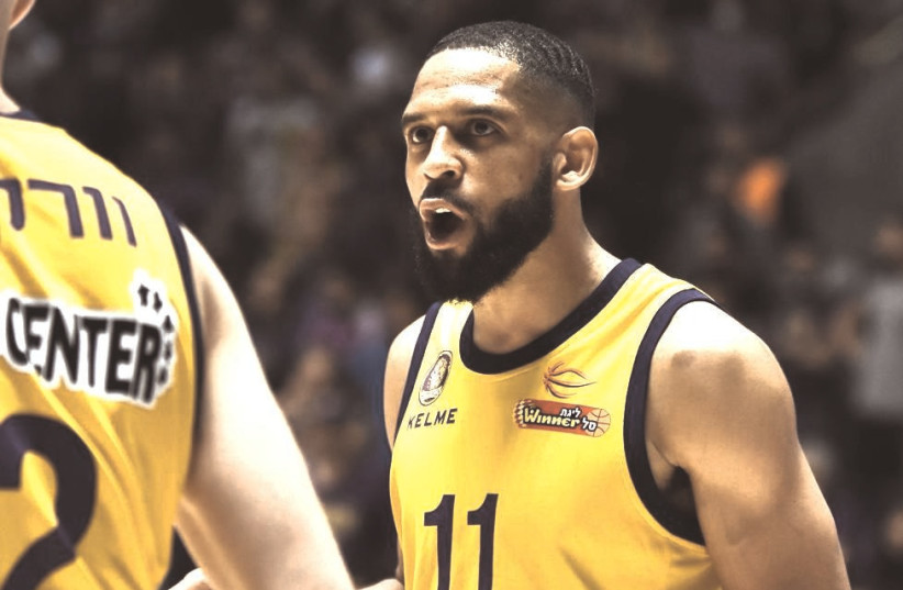 HAPOEL HOLON'S C.J. Harris played hurt last night in the Champions League quarterfinals, and he was ineffective in the Israeli club's 86-77 defeat to Burgos. (photo credit: DOV HALICKMAN/COURTESY)