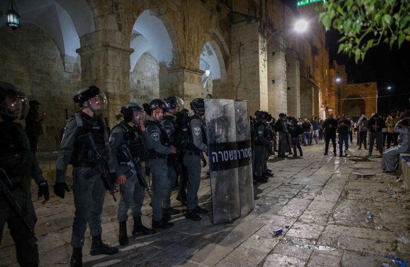 Israeli riot police clash with Palestinian worshippers at the Al-Aqsa mosque compound in Jerusalem Old City on May 7, 2021.  (photo credit: JAMAL AWAD/FLASH90)