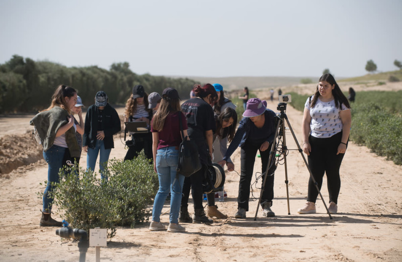 Ben-Gurion University of the Negev (BGU) Earth and Planetary Image Facility's SHE-SPACE program that works to encourage girls to be involved in science, technology, engineering and mathematics (STEM). (photo credit: DANNY MECHLIS/BGU)