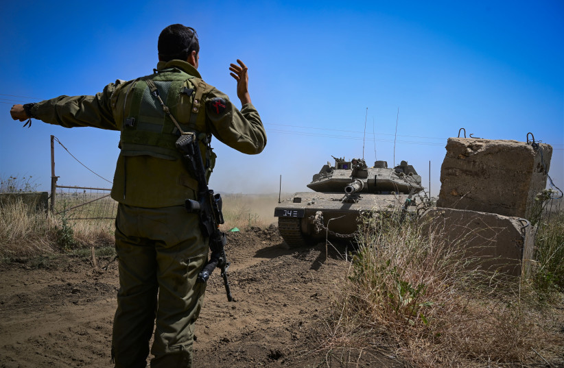 Soldados israelenses se preparam para descer para o sul em 11 de maio de 2021, El Poran, Golan Heights.  (crédito: MICHAEL GILADI / FLASH90)