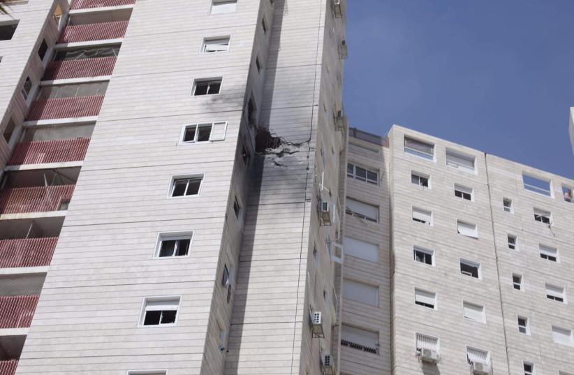 Rocket-hit building in Ashkelon (photo credit: MARC ISRAEL SELLEM/THE JERUSALEM POST)