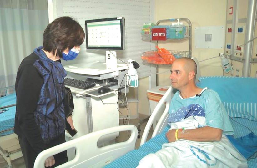 Rachel Heber visiting Hagay Harel, donor of Matnat Chaim's 1,000th kidney transplant, at Tel Hashomer. (photo credit: HAGAY HAREL)