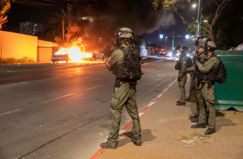 State of emergency in Lod extended amid riots; Arab work sector strikes