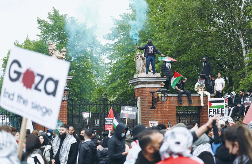 Thousands of pro-Palestinian demonstrators march in Britain