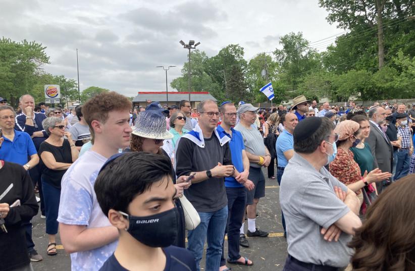 Hundreds gather in Skokie, Ill., in a demonstration against antisemitism, May 23, 2021. (photo credit: YVETTE ALT MILLER)