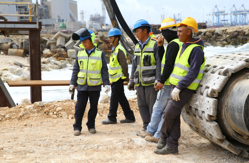 Labour workers seen at the construction site of the new Seaport in Ashdod, Southern Israel, April 12, 2016. (photo credit: FLASH90)