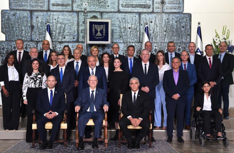Novo governo de Israel na Residência do Presidente em Jerusalém em 14 de junho de 2021. (Crédito da foto: AVI OHAYON - GPO)