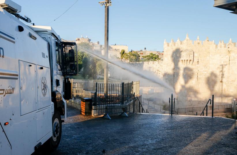 Viral video falsely claims Israel sprayed sewage at al-Aqsa gates