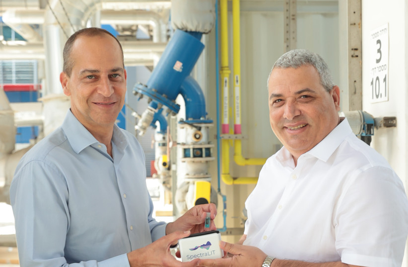 From left to right, Mekorot CEO Eli Cohen with Eli Assoolin, CEO of Newsight (photo credit: OREL COHEN)