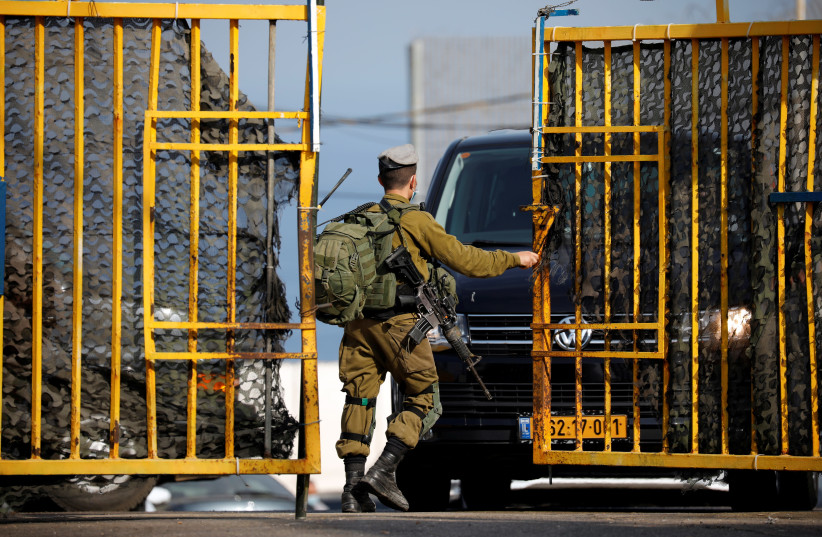 Gantz: Israel ready to provide assistance to Lebanon amid economic crisis